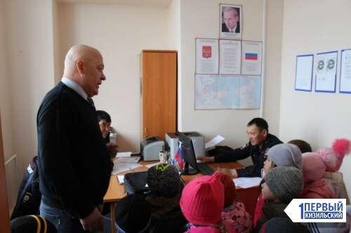 Все сразу захотели стать полицейскими. Кизильские дошколята побывали в музее ОМВД